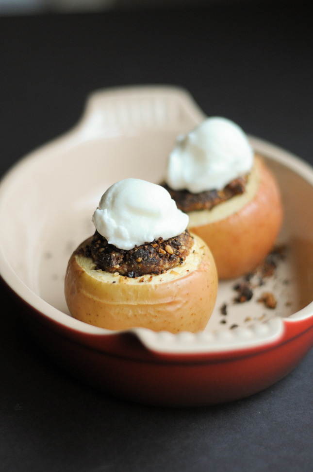 Super Simple Stuffed Baked Apples are healthy and incredibly flavorful ...