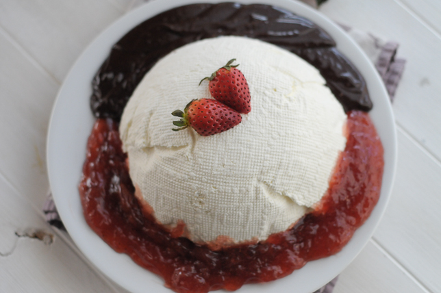 Sweet Valentine's Coeur A La Creme With Strawberry Sauce Recipes ...